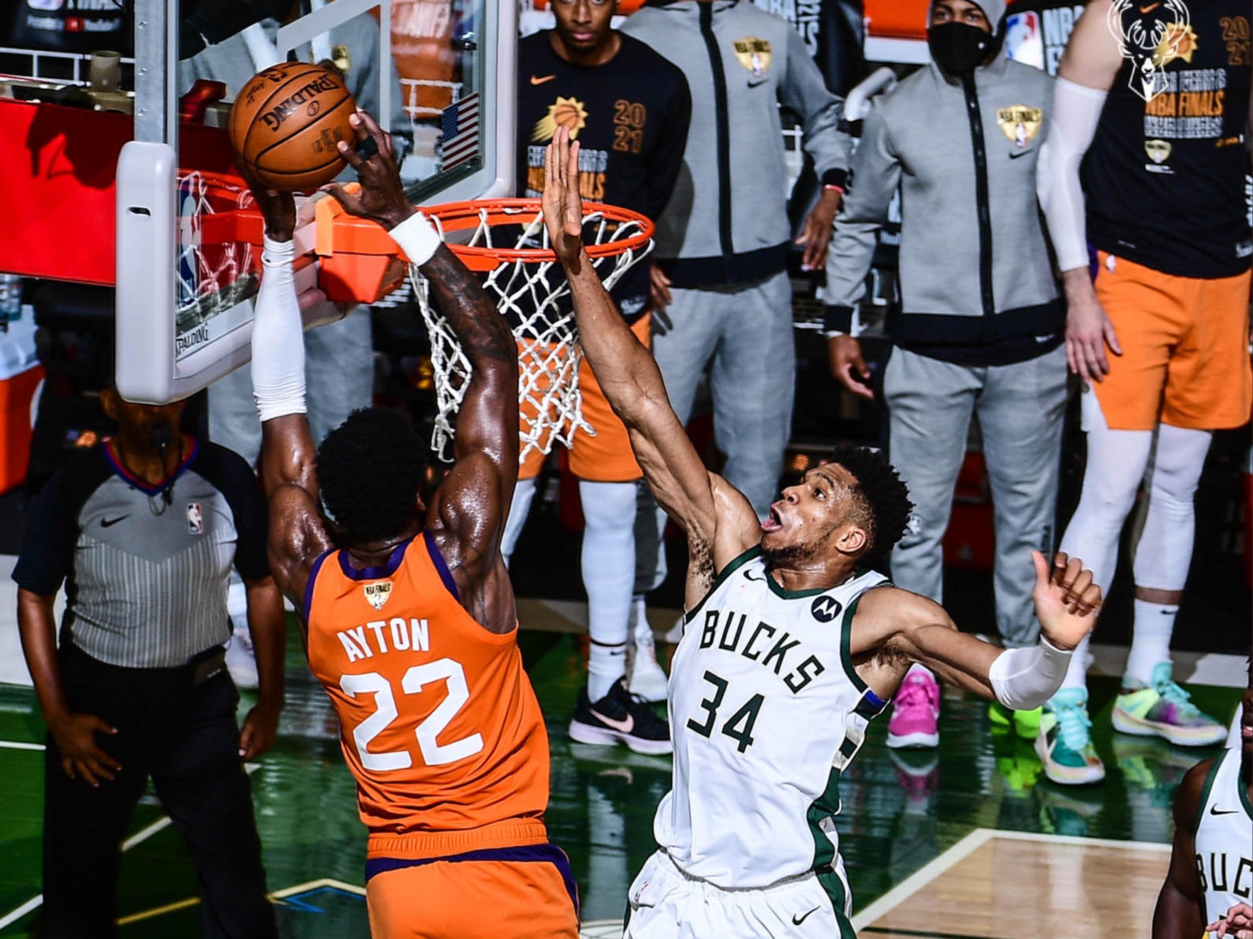 Epska blokada Janisa zaustavila Finiks, Midlton sa 40 poena vodio Milvoki do izjednačenja u NBA Finalu! (VIDEO)